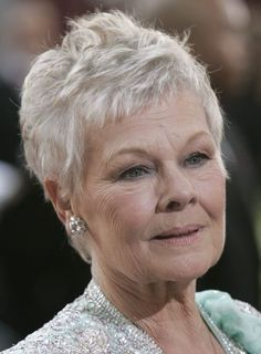 Judy Dench Back of Hair Hairstyle For Chubby Face, Haircuts For Fine Hair, Short Hairstyles For Women, Bob Hairstyles, Judy Dench Hair, Judi Dench, James Bond, Short Hair Older Women, Sexy Older Women