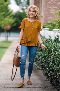 18 Casual Spring Outfits Women You'll Copy This Season * remajacantik Spring Outfits Women Casual, Fall Outfits, Casual Outfits, Summer Outfits, Cute Outfits, Fashion Outfits, Jean Outfits, Casual Chic, Women's Casual Tops