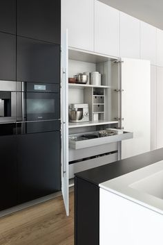 The Bondi Classic FS modern kitchen provides a black and white stylish dream kitchen for your home. Elan Kitchens have exactly the kitchen you need. Kitchen Nook, White Kitchen, White Kitchen Cabinet Doors, Kitchen Room, Modern Kitchen, Kitchen Fittings, Home Kitchens, Kitchen Showroom, Kitchen Design