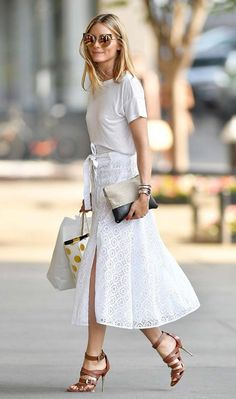 Olivia Palermo wearing white skirt and t shirt with heels, summer chic outfit Estilo Olivia Palermo, Look Olivia Palermo, Olivia Palermo Outfit, Olivia Palermo Lookbook, Classy Street Style, Best Street Style, White Midi Skirt, White Skirts, Chic Outfits