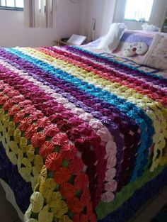 Artesanato Com Fuxico: 53 Ideias Incríveis Para Copiar Afghan Crochet Patterns, Quilt Patterns, Yo Yo Quilt, Sewing Machine Projects, Quilting, Hexagon Pattern, Quilted Bedspreads, Bed Spreads, Handmade Crafts