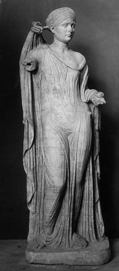 Sabina in the guise of Venus, Ostia, 117, Marble back to elements of eternally youthful roman royal woman. based on Greek sculpture of Aphrodite. Sabina is always depicted as young and imperial princess. elaborate hair style, more flavian and trajanic.