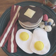 Breakfast. Fun for a play kitchen. Love the felt.