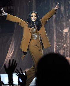 Rihanna concert india: Riri will perform in Mumbai on October Rihanna Outfits, Rihanna Tour, Mode Rihanna, Rihanna Riri, Rihanna Style, Stage Outfits, Rihanna Concert, Saint Michael, Salma Hayek