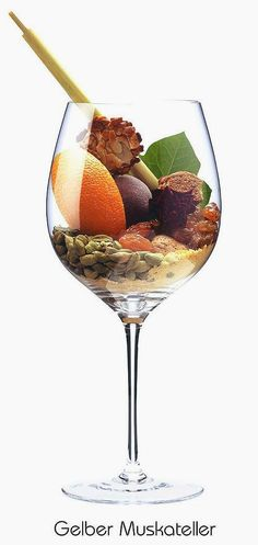 Muscat Blanc à Petits Grains (white)   Aromas of almond, orange peel, peach, withered rose, ivy, cardamom, mustard powder, Florentin, gingerbread   Greece