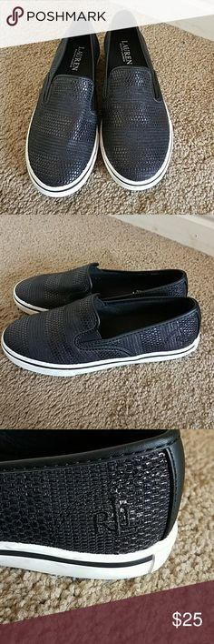 Lauren Ralph Lauren Girls Black Slip Ons ADORABLE! Black and White Lauren by Ralph Lauren Girls Slip Ons size 5.5. Super cute textured material add a nice touch. Leather piping around edges and down the back. Excellent condition worn Once. Very minor dirt marks have not tried to clean Lauren Ralph Lauren Shoes