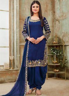 Black art silk patiala salwar kameez is beautiful jari embroidery with mirror work. Black color patiala dress is art silk fabric top and santoon fabric with net fabric dupatta. Black color punjabi dress online shopping at best prices. Salwar Designs, Patiala Suit Designs, Patiala Salwar Suits, Salwar Dress, Sharara Suit, Salwar Suits Online, Pakistani Salwar Kameez, Salwar Kameez Online, Pakistani Dress Design