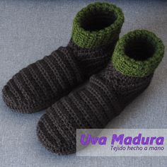 El PASO a PASO de estas lindas pantuflas en bota lo encontrarás en nuestro canal de youtube   #Pantuflas #Slippers #CrochetPantuflas #CrochetSlippers #PantuflasCrochet #PantuflasGanchillo #PantuflasTejidas #Crochet #Ganchillo #Hakeniship #Weaver #Tejidoamano #Crochetdesign #Hekle #Crochets #Crochetlovers #Artesano #Ourmakerlife #Artesanía #Crochetlife #Tejidos #Crochetgirlgang #Lovecrochet #Elisi #Haken #Madetocreate #Wemakecollective #Tigisi #Knitlife #Virkkaus #Colourfullife #Cottonyarn… Hand Knitting, Socks, Handmade, Slipper, Chrochet, Tejidos, Sock, Stockings, Hand Made