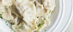 Co powiesz na pierogi ze szpinakiem i serem? Ten szybki przepis możesz wykorzystać zawsze, kiedy najdzie cię ochota na smaczny, domowy obiad...