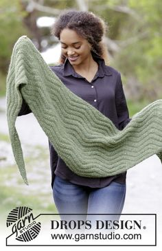 L'ensemble se compose de: Châle et manchettes en zigzags. L'ensemble tricote en DROPS Air.