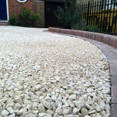 Discover how to boost your home's curb appeal with the top 60 best gravel driveway ideas. Explore unique entrances and landscaping designs. Rock Driveway, Driveway Edging, Gravel Walkway, Gravel Stones, Gravel Landscaping, Front Yard Landscaping, Driveway Ideas, Best Gravel For Driveway, Landscaping Ideas