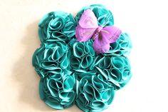 Bouquet ramo de flores de tela en verde esmeralda con mariposa morada 606619349 algodondeluna@gmail.com