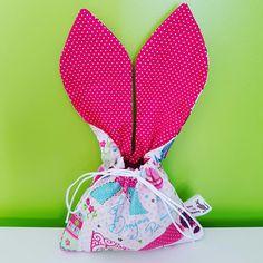 Sacolinha de Orelhas Páscoa Care by Mammy!!!  Medida da bolsinha: 12 x 16 cm  Medida de cada orelha: 15 x 7 cm                    ...