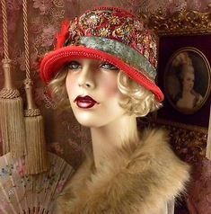 1920-039-S-VINTAGE-STYLE-RED-BROWN-amp-GREEN-BEADED-FLOWER-FEATHER-CLOCHE-FLAPPER-HAT