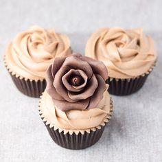Objetivo: Cupcake Perfecto.: Porque una rosa mola... pero una rosa de chocolate...