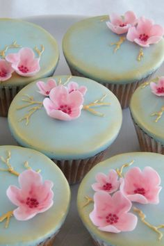 North Star Cakes based in UK. Really pretty.