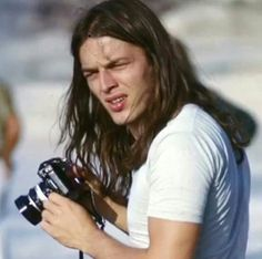 David Gilmour with black Nikon F behind the scenes with Pink Floyd in Pompeii, 1971 Musica Punk, Pink Floyd Live, David Gilmour Pink Floyd, Richard Wright, Classic Rock And Roll, Psychedelic Music, Best Guitarist, Roger Waters, Rock Music