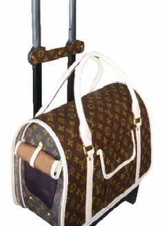 Carry your pet in this LV carrier bag on wheels. 8bc4263e98ff1