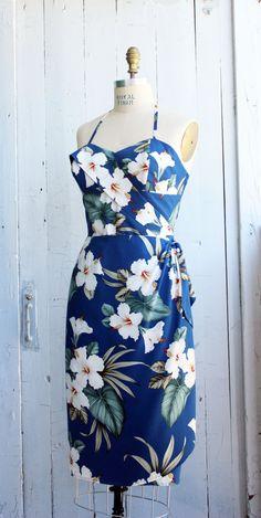 "Hawaiian Sarong Dress – Rockabilly – Pinup – Tiki – True Hawaiian fabric – ""Blue Hawaii"" dress by Oceanfront – XL Robe sarong hawaïenne Pin-up-Rockabilly von OceanfrontBoutique Luau Dress, Tiki Dress, Sarong Dress, Hawaii Dress, Sarong Wrap, Style Rockabilly, Pin Up Dresses, Prom Dresses, Smocks"