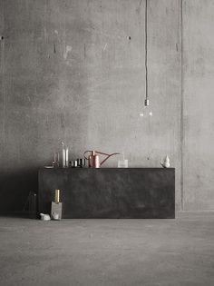 Grey concrete walls softened by glass and copper accessories by Coco Lapine Design accessories minimal Concrete and kitchen appliances - COCO LAPINE DESIGN Interior Architecture, Interior And Exterior, Indigo Furniture, Interior Styling, Interior Decorating, Decorating Ideas, Copper Accessories, Kitchen Accessories, Concrete Interiors