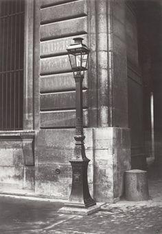 Lampadaire_Paris_Charles_Marville_Louvre_entree_rue_de_Morengo_1878