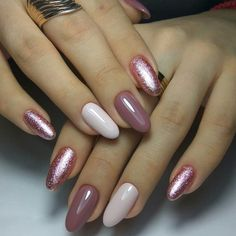 Two tone nails are very popular nowadays. You must have seen many models and celebrities show off beautiful manicured nails with the coolest two tone nail designs on them. As the name suggests, two tone nails art means that the wearer uses two differ Fun Nails, Pretty Nails, Glitter Nails, Shellac Nails Fall, Pink Glitter, Two Tone Nails, Nails Kylie Jenner, White Gel Nails, Dark Nails