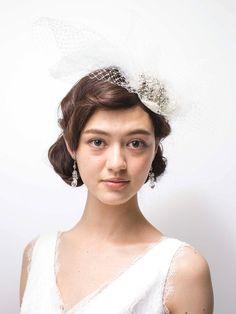 前髪はフィンガーウエーブ風にして流し、どこかレトロモダンな雰囲気を漂わせるスタイル。個性的なヘアのインパクトに負けないよう、ヘアアクセサリー... Girls Dresses, Flower Girl Dresses, Wedding Hairstyles, Wedding Photos, Hair Makeup, Hair Beauty, Wedding Dresses, Celebrities, Hair Styles
