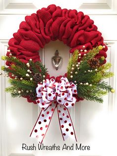 Roter Leinwand-Weihnachtskranz 2018 - Holiday wreaths christmas,Holiday crafts for kids to make,Holiday cookies christmas, Burlap Christmas Tree, Holiday Wreaths, Holiday Crafts, Christmas Crafts, Christmas Ornaments, Winter Christmas, Christmas Ribbon, Christmas Wresth, Xmas Crafts To Sell
