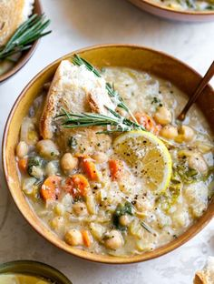 Nourishing White Bean and Lemon Soup is a vegetarian meal ready in 40 minutes. A one-pot meal perfect for make-ahead lunches or easy weeknight dinner. # Nourishing White Bean and Lemon Soup Vegan Soups, Vegetarian Recipes, Cooking Recipes, Healthy Recipes, Healthy Meals, Vegetarian Barbecue, Skillet Recipes, Cooking Gadgets, Pizza Recipes
