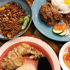 NEW RESTAURANT ALERT: Goreng Goreng - Marikina  Enjoy Southeast Asian delicacies like Hainanese chicken laksa chicken satay mee goreng and more  @moiramejiaa # #bookymanila  View its exact location on our app!  Tag your friends who love Asian cuisine