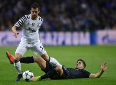 Juventus' Bosnian midfielder Miralem Pjanic (L) vies with Porto's forward Andre Silva during the UEFA Champions League round of 16 second leg football match FC Porto vs Juventus at the Dragao stadium in Porto on February 22, 2017. / AFP / MIGUEL RIOPA