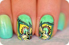 Nail art peinture de détail inspiration mandala   Tartofraises