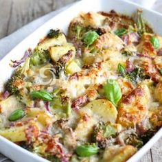 Healthy Casserole Recipes For The Whole Family! Perfect for crazy weeknights, easy dinners, and frugal meals as well to make dinner easy! Healthy Soup Recipes, Low Calorie Recipes, Healthy Snacks, Vegan Recipes, Casseroles Healthy, Vegan Foods, Vegetable Recipes, Quick And Easy Soup, Weight Loss Soup