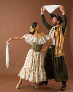 Zamba... danza de galantia donde el caballero a través de una prenda fundamental que es el pañuelo, intenta conquistar a la dama, en sus vueltas y sus arrestos.. hasta que en la vuelta final logra conquistarla...  La danza más hermosa <3 Tango, Flamenco Skirt, Kinds Of Dance, Shall We Dance, Rio Grande Do Sul, Dance The Night Away, World Cultures, Folklore, Cool Photos