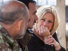 Minister in gesprek met militairen. Foto: Ministerie van Defensie