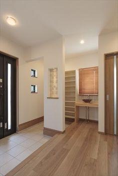 玄関 Japanese Home Design, Japanese Style House, Shoe Room, Narrow House, House Entrance, Entry Foyer, House Rooms, Building A House, New Homes