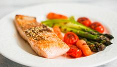 A Complete Beginner's Guide to the High Fat Diet Omega 3, Rina Diet, Kiwi, Asparagus, Healthy Life, Carrots, Healthy Recipes, Chicken, Roasted Vegetables
