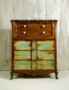 Beautiful paint scheme on vintage dresser