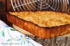 Esta tarta se hace en casa desde hace mucho tiempo, y gusta muchisimo, la parte de arriba queda un poco crujiente y la manzana se hace co...