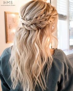 Crown Braid Hairstyle Half Up Half Down Wedding Hairstyles for Medium Length Hai Couronne tresse coi Elegant Wedding Hair, Wedding Hair Down, Trendy Wedding, Boho Wedding, Diy Wedding Hair, Wedding Braids, Wedding Pins, Boho Bride, Wedding Makeup