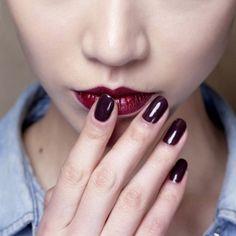 Τα μπορντό νύχια είναι πιο επίκαιρα από ποτέ   Jenny.gr
