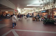 Christmas at the Dayton Mall in 1991. This would be heading to JcPenney at the time (now is an Elder-Beerman.) also notice the cinemas to the left, that's during the time Dayton Mall had about three or four cinemas before getting rid of all of them around 1996-ish.