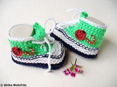 Diese Babyschuhe sind ein witziges aber auch nützliches und praktisches Geschenk für künftige Mamas und Papas. Es passt für Mädchen und Jungen glei...