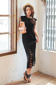 Today's Hot Pick :性感破損背心洋裝 http://fashionstylep.com/SFSELFAA0015068/stylenandatw/out 性感破損背心洋裝 親膚柔軟面料 穿著更加舒服時尚 普通的背心連衣裙因添加破損設計 既性感又時尚 共2種顏色,不同顏色演繹不同風格!
