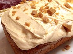 Thanks to Paula Altenbach for sharing this recipe for Coffee Toffee Amish Friendship Bread. Friendship Cake, Friendship Bread Recipe, Friendship Bread Starter, Amish Friendship Bread, Amish Bread Recipes, Dutch Recipes, Gourmet Recipes, Dessert Recipes, Cooking Recipes