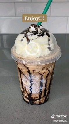 Bebidas Do Starbucks, Starbucks Drinks, Starbucks Milkshake Recipe, Starbucks Coffee, Fruit Smoothie Recipes, Healthy Smoothies, Secret Starbucks Recipes, Homemade Starbucks Recipes, Frappe Recipe