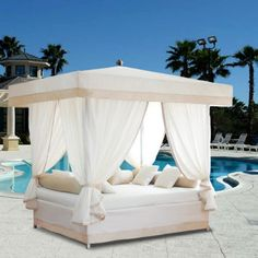 Luxury Outdoor Sun Lounge Bed - would love to have this!