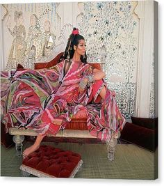 Model, Simone D'Aillencourt, posed inside the Jag Nivas palace in India's Rajashtan region, in a swirled flame-print poncho and jewel-cuffed pants by Emilio Pucci. Get premium, high resolution news photos at Getty Images 1960s Fashion, Fashion Line, Vintage Fashion, High Fashion, Women's Fashion, Fashion Showroom, Iconic Dresses, French Models, Lisa Marie Fernandez