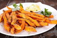 Sweet potato baked french fries with creamy mustard dip - the perfect gluten free and healthy appetizer for the holiday season! Low Carb Recipes, New Recipes, Vegan Recipes, Favorite Recipes, Food Doctor, Clean Eating, Healthy Eating, Healthy Food, Crispy Sweet Potato