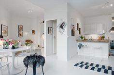 driehoekige-woonkamer-eenkamer-appartement-2.jpg (500×332)